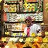 Момиче продава подправки на Капалъ Чаршъ