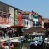 Къщи, лодки и канал