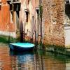 Лодка някъде из каналите