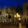 Нощна снимка на базиликата Сан Марко