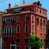 Сграда и дърво някъде из Венеция