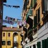 И във Венеция висят гащи между сградите